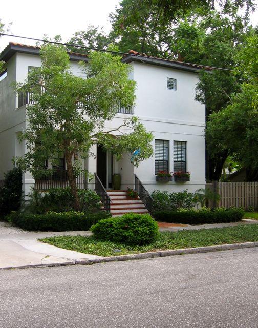 1723 Oak Street