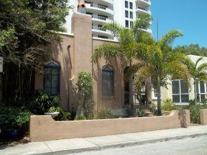 1280px-Sarasota_FL_Burns_Court_HD_430-01